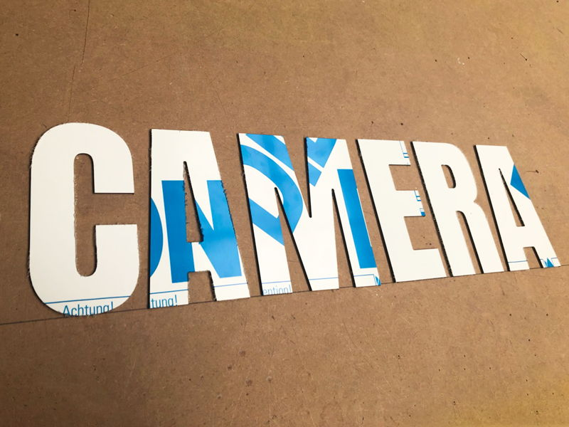 Lettres découpées en alu pour caméra