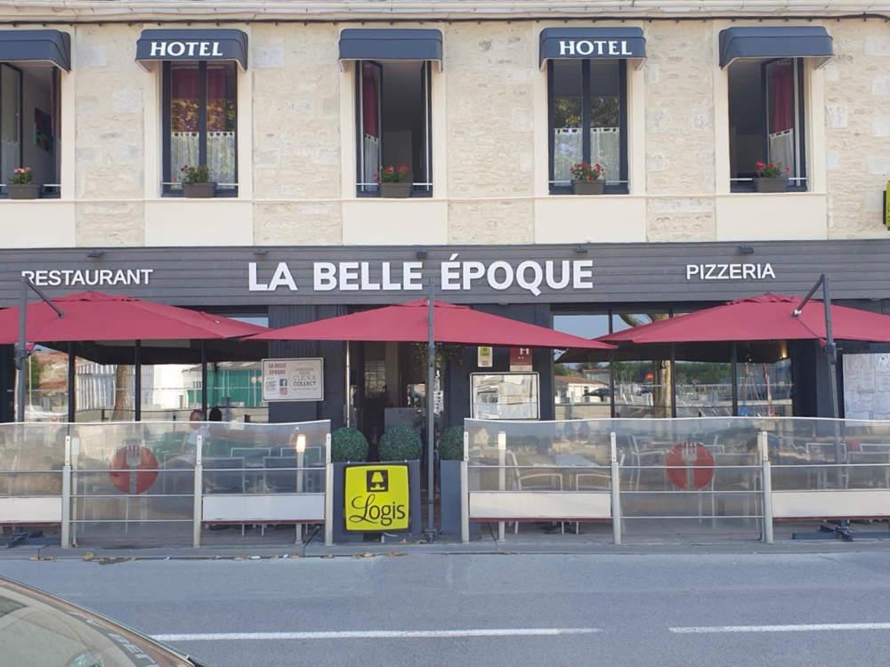 Enseigne en lettres découpées pour la façade d'un hôtel restaurant à coté de Bordeaux
