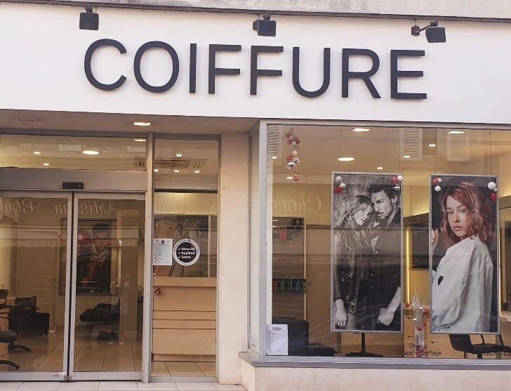 Enseigne en lettres découpées pour un salon de coiffure sur Bourges