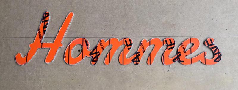 Découpe du mot Homme en lettres découpées aluminium