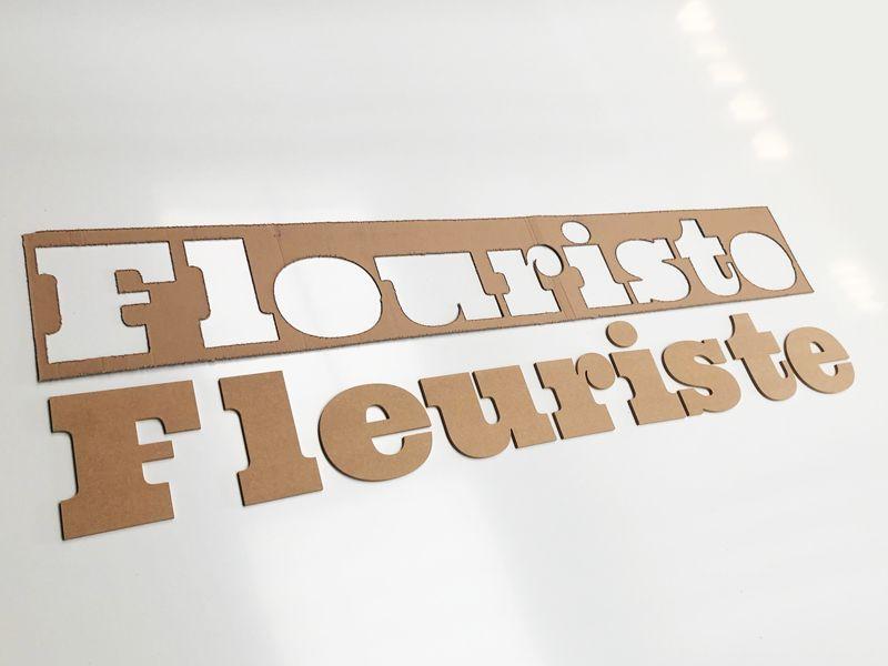 Lettres découpées en bois pour Fleuriste avec plan de pose carton