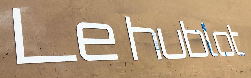 Enseigne en lettres découpées alu